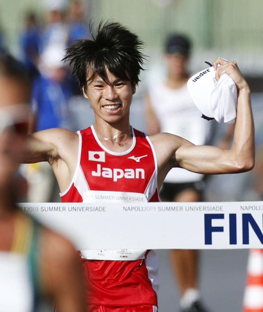 男子20キロ競歩を1時間22分49秒で優勝した池田向希=ナポリ