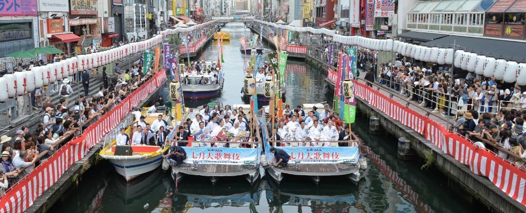 大阪の夏の風物詩となった七月大歌舞伎の「船乗り込み」。再興には他ならぬ民の力があった=1日、大阪市中央区(安元雄太撮影)