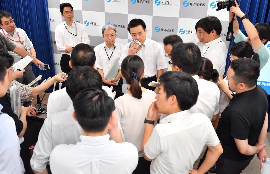 【12版2面】韓国への輸出規制について経産省が会見