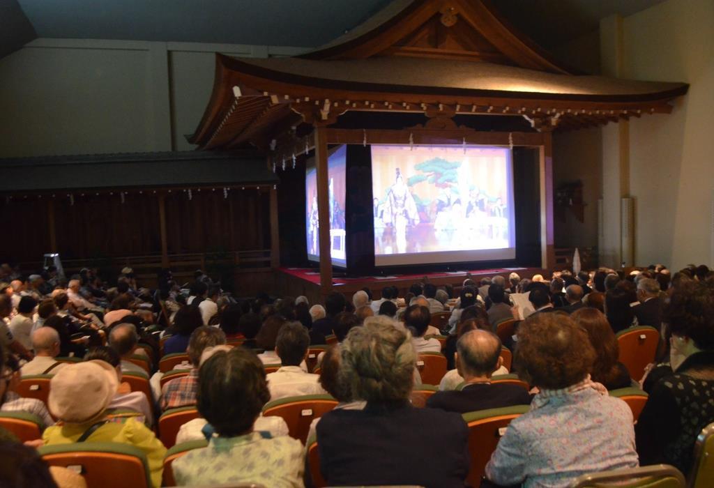 上映された「世阿弥」。訪れた人を魅了した=神戸市中央区