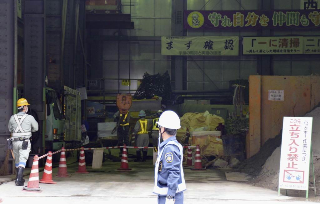 地下鉄七隈線延伸工事の現場と工事関係者ら=福岡市