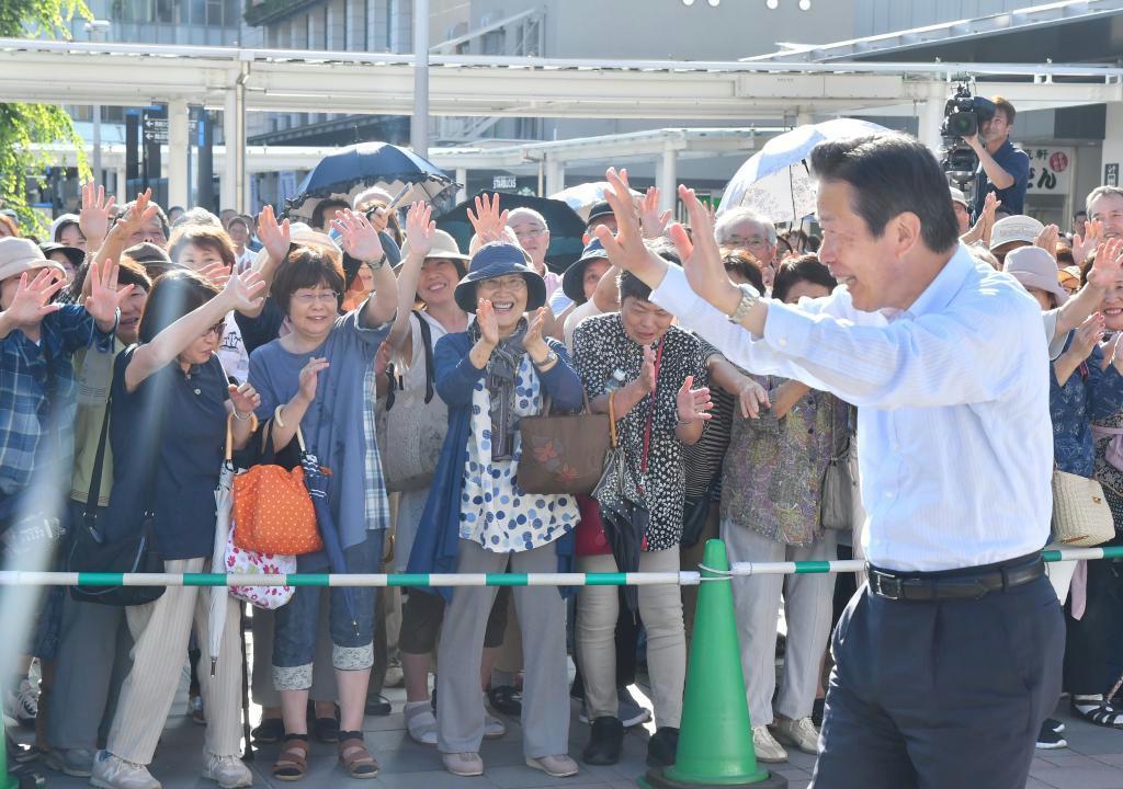 党公認候補の応援で福岡入りした公明党の山口那津男代表=北九州市八幡西区