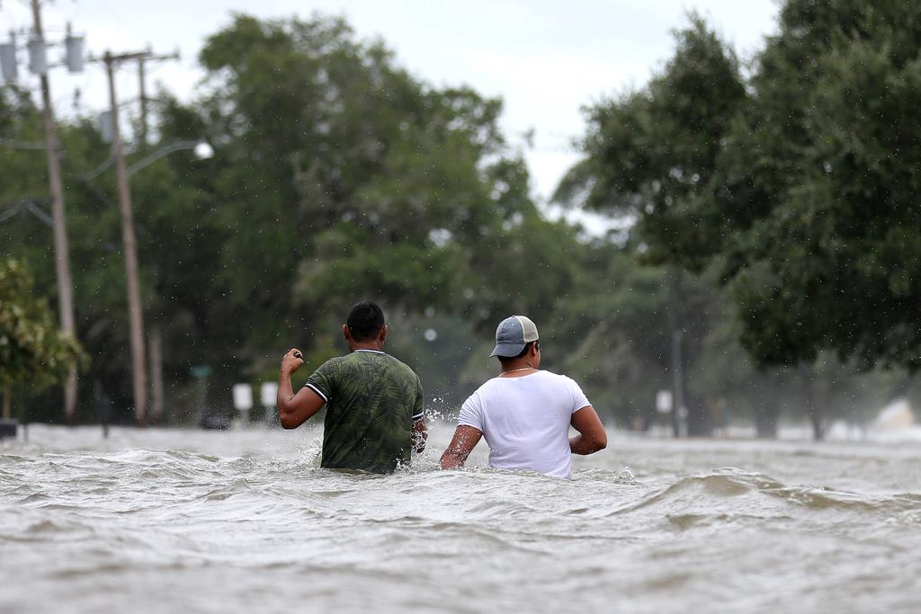 米南部、暴風雨で警戒 2州に非常...