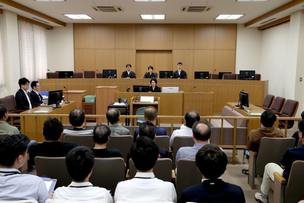NGT48の運営会社「AKS」が損害賠償を求めた訴訟の第1回口頭弁論=10日、新潟市中央区の新潟地裁(代表撮影)