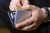 洗練されたメタリックデザインのコンパクト財布「OGON(オゴン)」