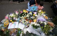 京アニ放火現場、献花やまず「元気もらった」「地域の誇り」