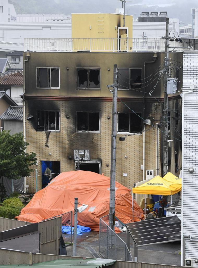 放火火災で多数の従業員らが犠牲となった「京都アニメーション」のスタジオ=19日午前8時29分、京都市伏見区