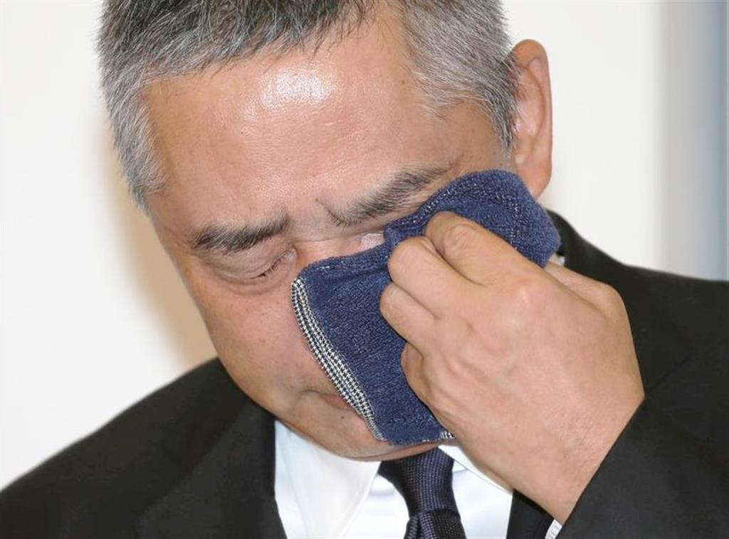 記者会見する吉本興業の岡本昭彦社長=22日午後、東京都新宿区