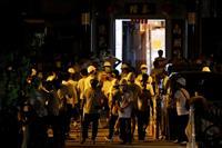 デモ参加者ら狙い襲撃 香港、45人が負傷 白い服を着た男の集団