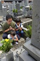 ガ島散骨を祖父の墓に報告 孫の下村氏、山口に娘と帰省