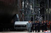 金正恩氏が新造潜水艦を視察、SLBM搭載の新型か