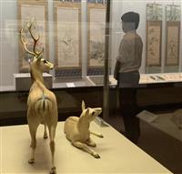 シカが飛び跳ねる 白鹿記念酒造博物館で夏季館蔵品展
