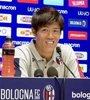 冨安「守りの戦術学ぶ」 ボローニャで会見 サッカー日本代表