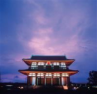 闇夜に浮かぶ東大寺大仏殿 奈良でライトアップ