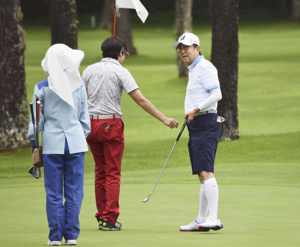 参院選の疲れ取れた-首相 山梨静養先で再びゴルフ - 産経 ...
