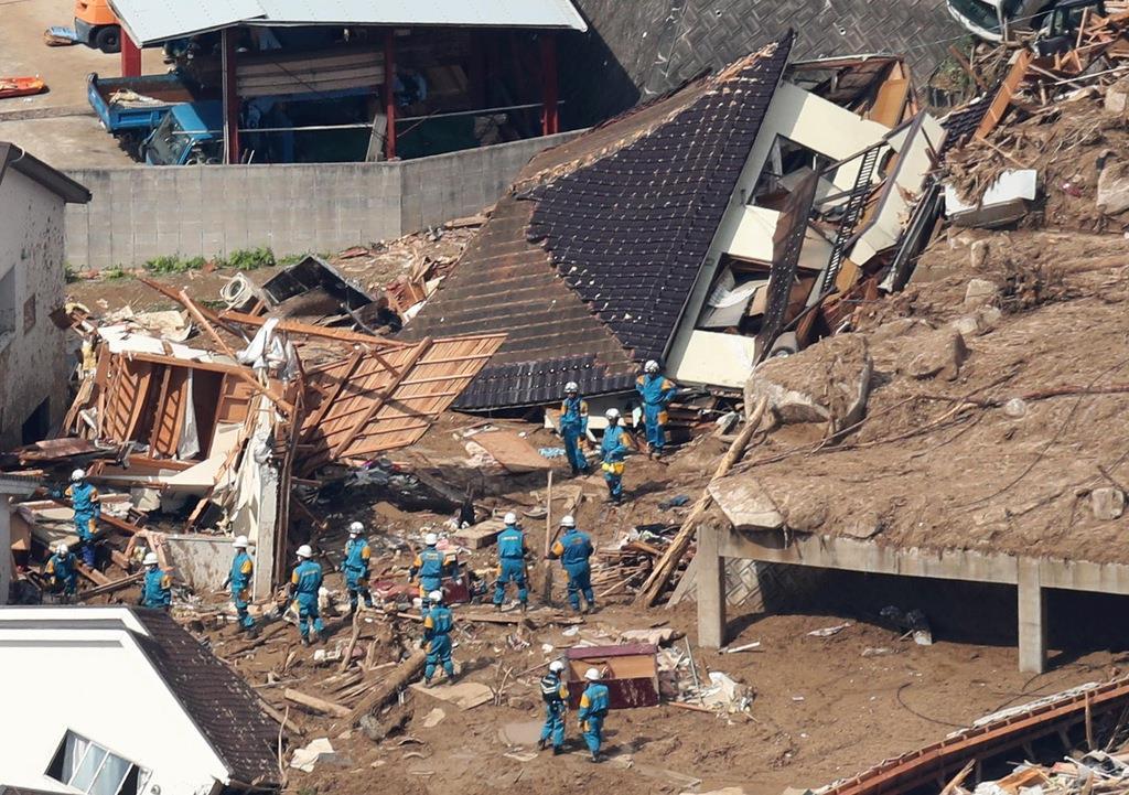 大雨で土砂崩れした現場=2018年7月9日午後3時10分、広島県熊野町川角(本社ヘリから、鳥越瑞絵撮影)