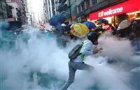 44人を暴動罪で起訴 香港デモ、警察との衝突