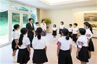 【動画あり】秋篠宮ご夫妻と悠仁さま、豆記者とご懇談 沖縄などの小中学生ら