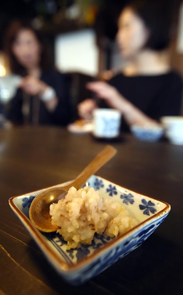 玄米で作られた節米食の「楠公飯」。今回の取り組みでは、現代風に大幅アレンジされる(藤崎真生撮影)