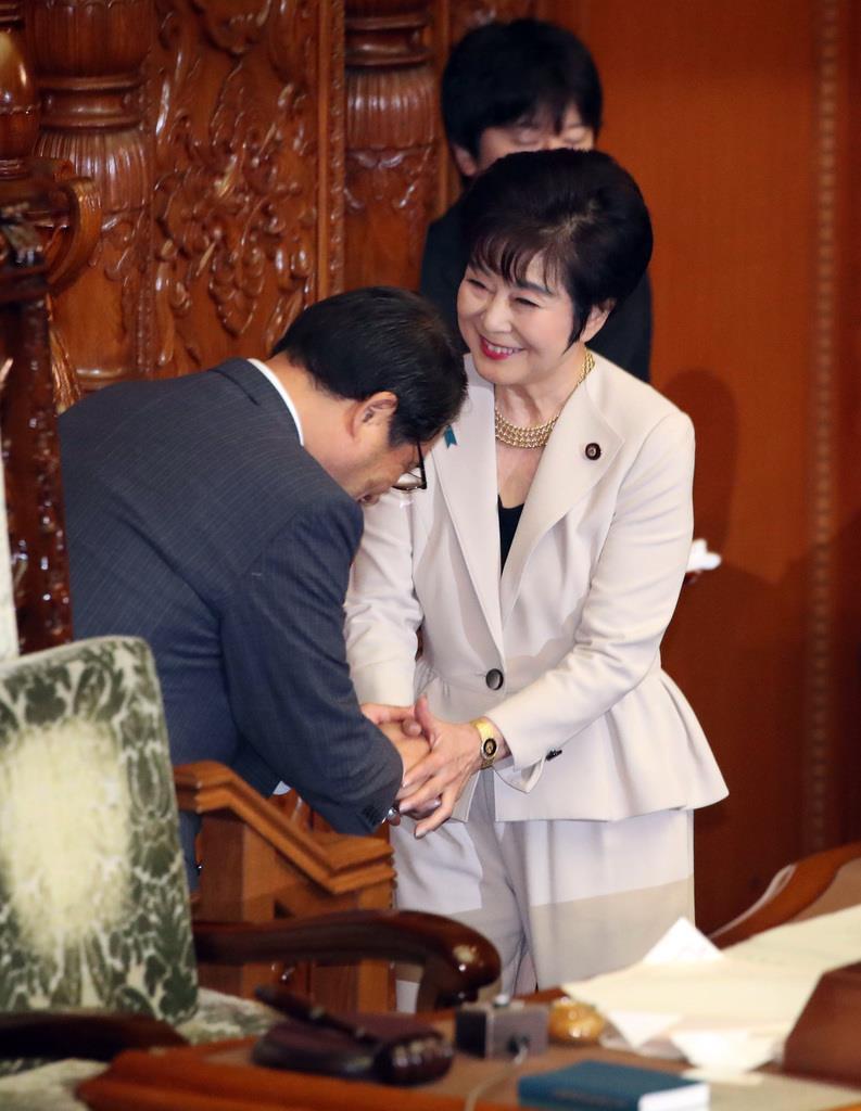 議長に選出された山東昭子氏=1日午前、国会・参院本会議場(川口良介撮影)