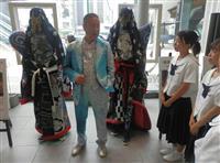 「姫革の魅力を世界に発信」 山本寛斎さん、デザイン衣装公開