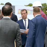 露メドベージェフ首相、4年ぶり北方領土訪問