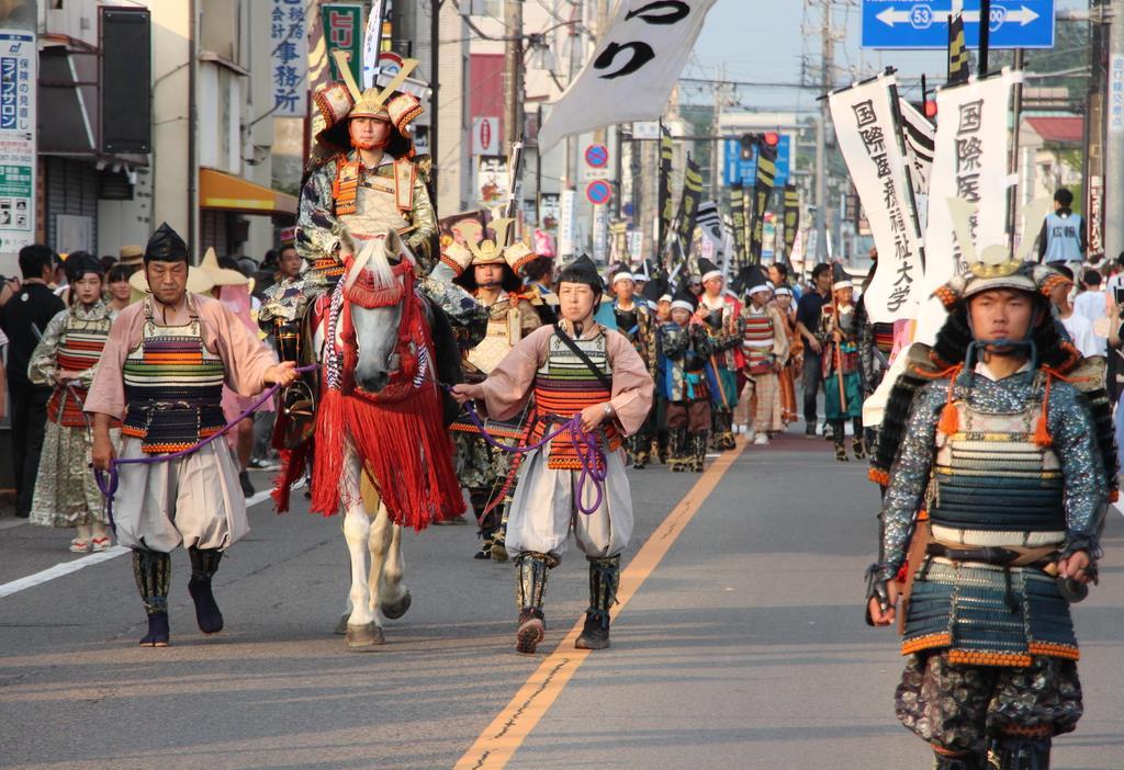 平合戦で活躍した弓の名手、那須与一ゆかりの大田原市で、「与一まつり」が開幕した=2日(伊沢利幸撮影)