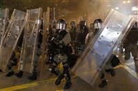 香港・九竜で大規模デモ 強制排除、拘束者と負傷者も
