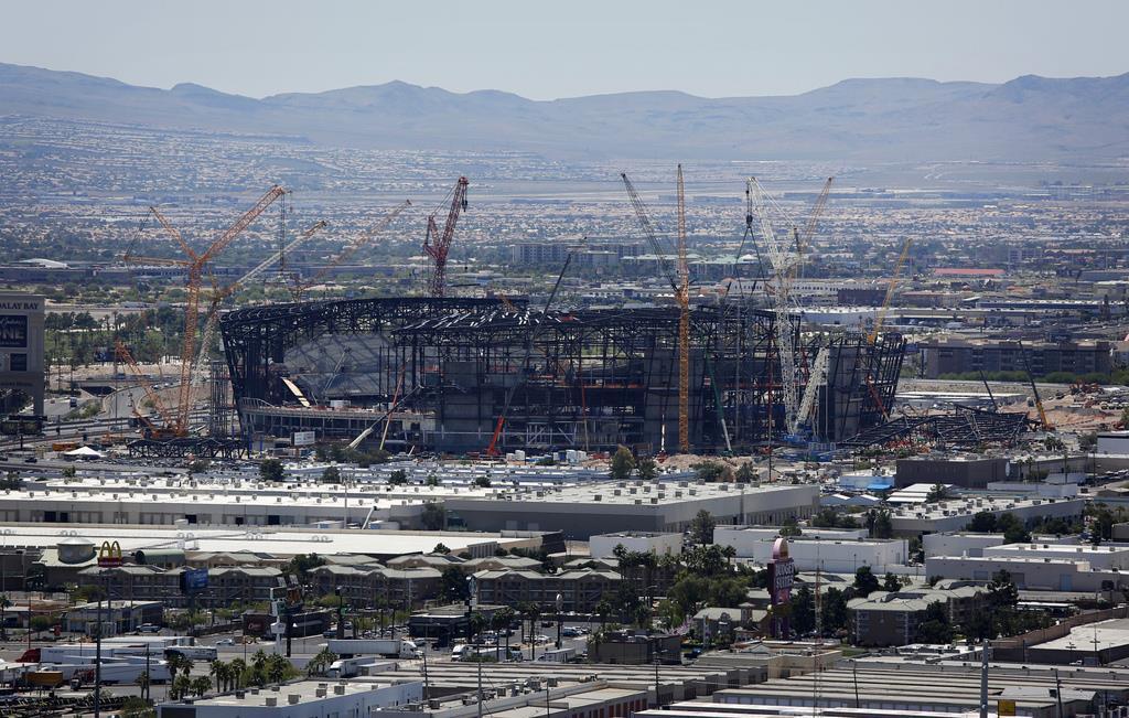 米ラスベガスに建設中のNFLレイダーズの新スタジアム(AP)