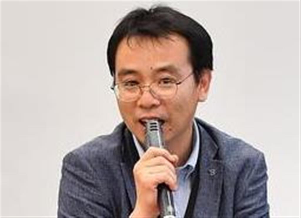 報告会で参加者の質問に応じるイ・ウヨン氏(左)=6日午後、東京都千代田区(三尾郁恵撮影)