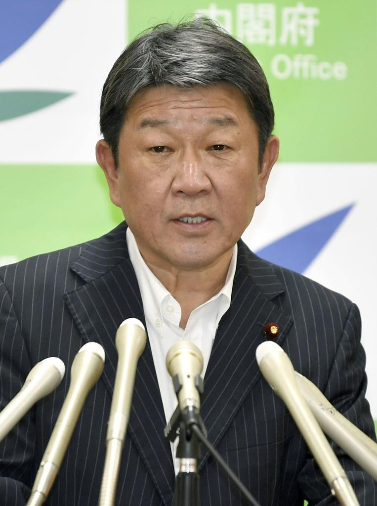 記者会見する茂木経済再生相=9日午前、東京・永田町