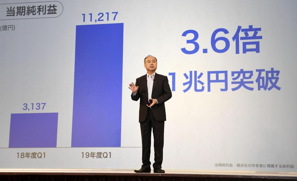 4~6月期連結決算について説明するソフトバンクグループの孫正義会長兼社長=7日、東京