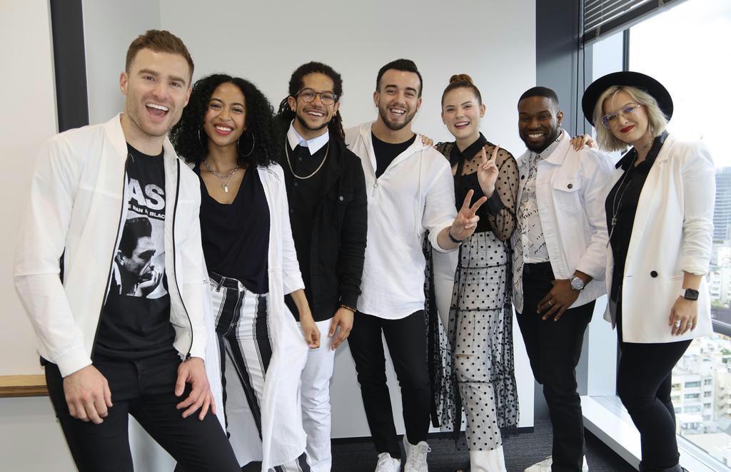 ディズニー・ミュージック・グループ初のアカペラ・グループとしてデビューした7人組の「ディカペラ」=東京都渋谷区(石井健撮影)