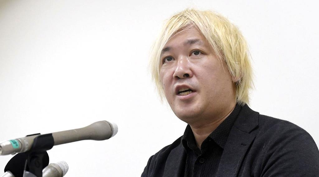 「平和の少女像」の展示について記者会見する津田大介氏=2日午後、名古屋市