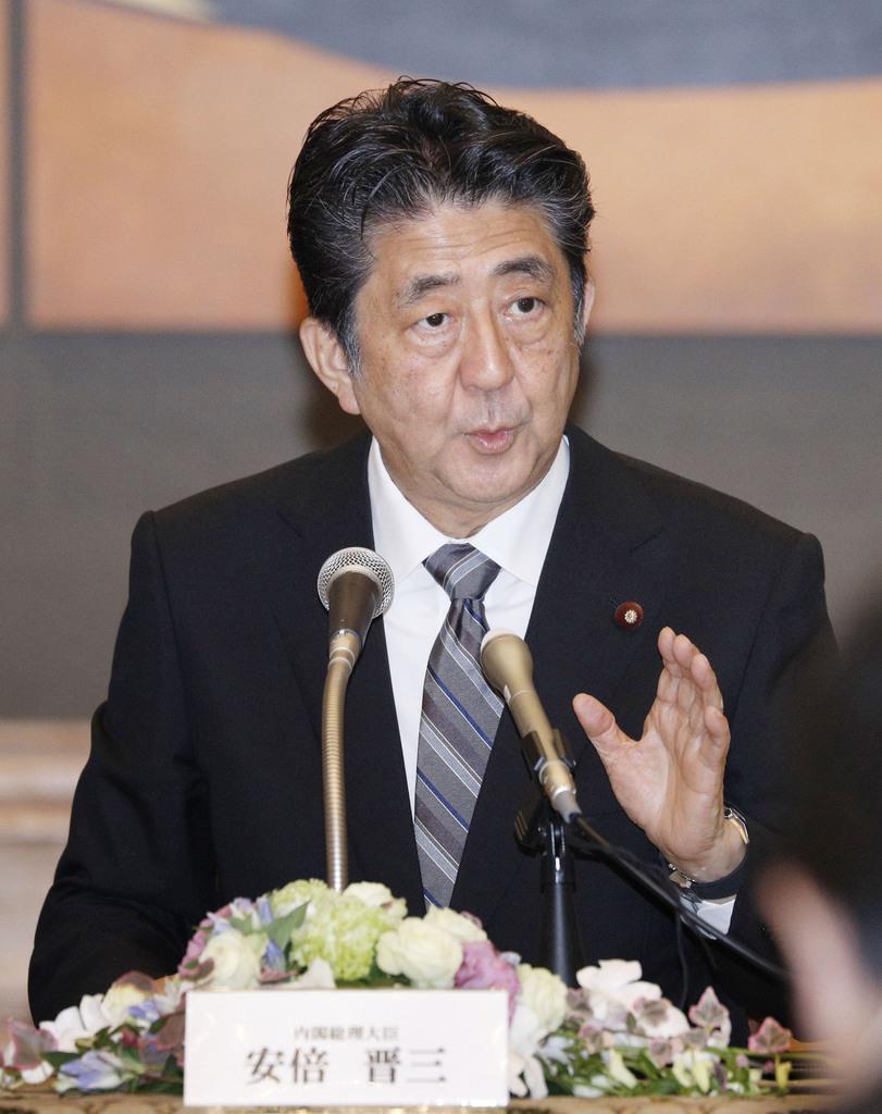 記者会見する安倍首相=9日午後、長崎市