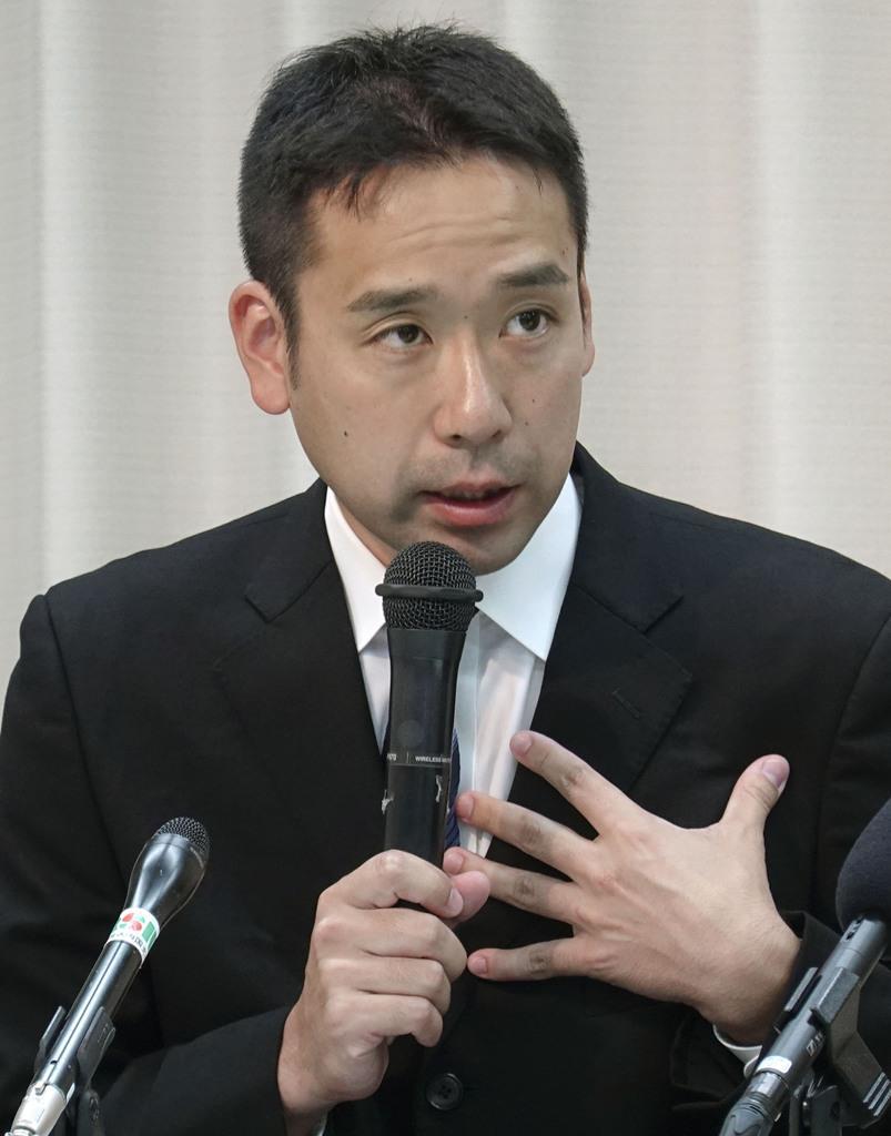 記者会見するバスケ男子Bリーグ香川ファイブアローズの衛藤晃平監督=9日午後、高松市