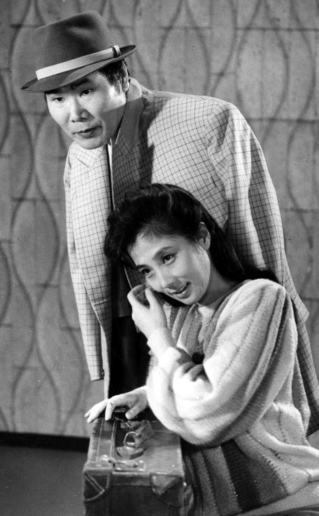 男はつらいよ第34作のスチール撮影に臨む大原麗子(手前)と渥美清=昭和59年10月24日、東京都内