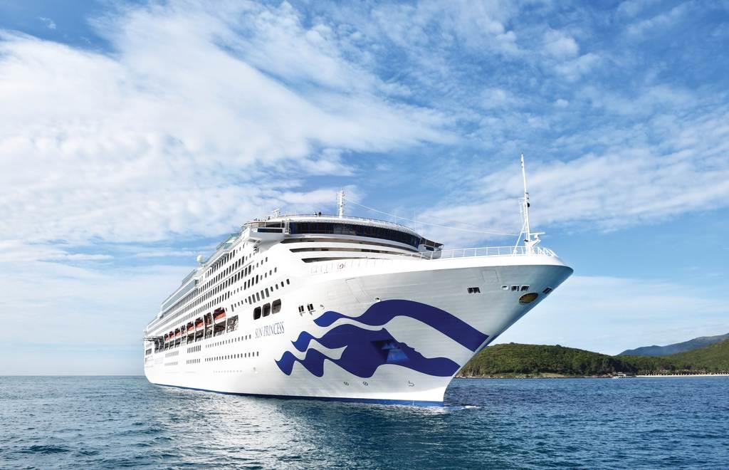 JTBが世界一周クルーズでチャーターした豪華外国客船「サン・プリンセス」(JTB提供)