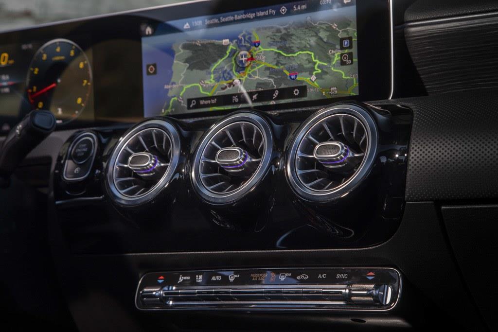 エアコン吹き出し口は、ジェットエンジンのタービンをモチーフにしている。? Daimler AG - Global Communications Mercedes-Benz Cars photo by Mike Schaffer on behalf of Daimler AG