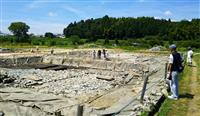 飛鳥京跡苑池に見学者続々、天皇祭祀跡発掘で