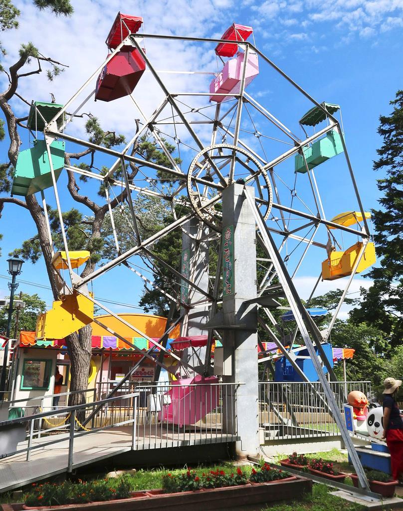 北海道函館市の遊園地「こどものくに」にある現役で国内最古の観覧車=9日