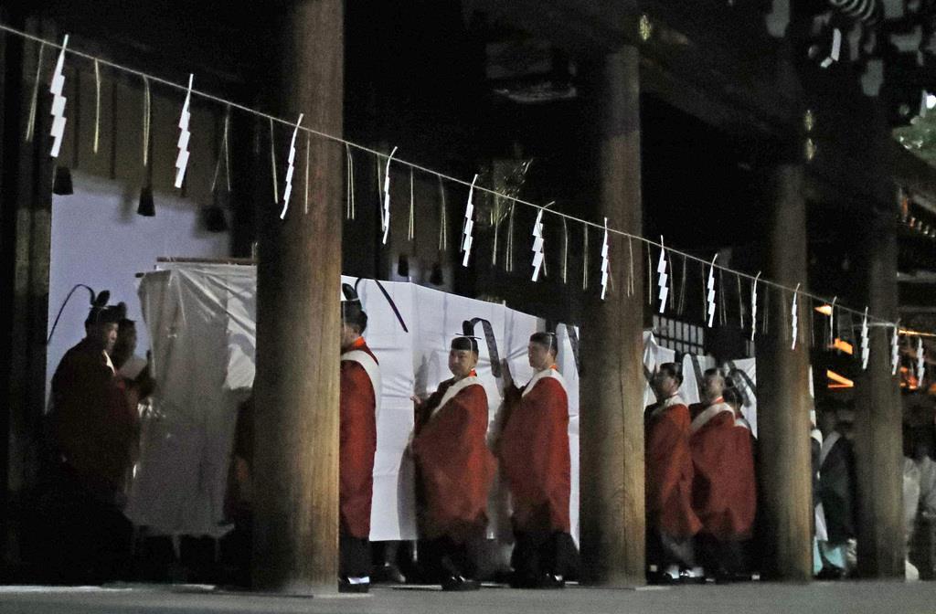 明治神宮本殿遷座祭で行われた「遷御の儀」=10日午後、東京都渋谷区の明治神宮(納冨康撮影)