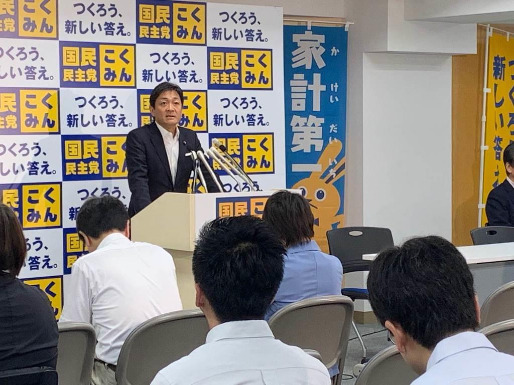 両院議員総会で挨拶する国民民主党の玉木雄一郎代表=10日、東京・永田町の国民民主党本部