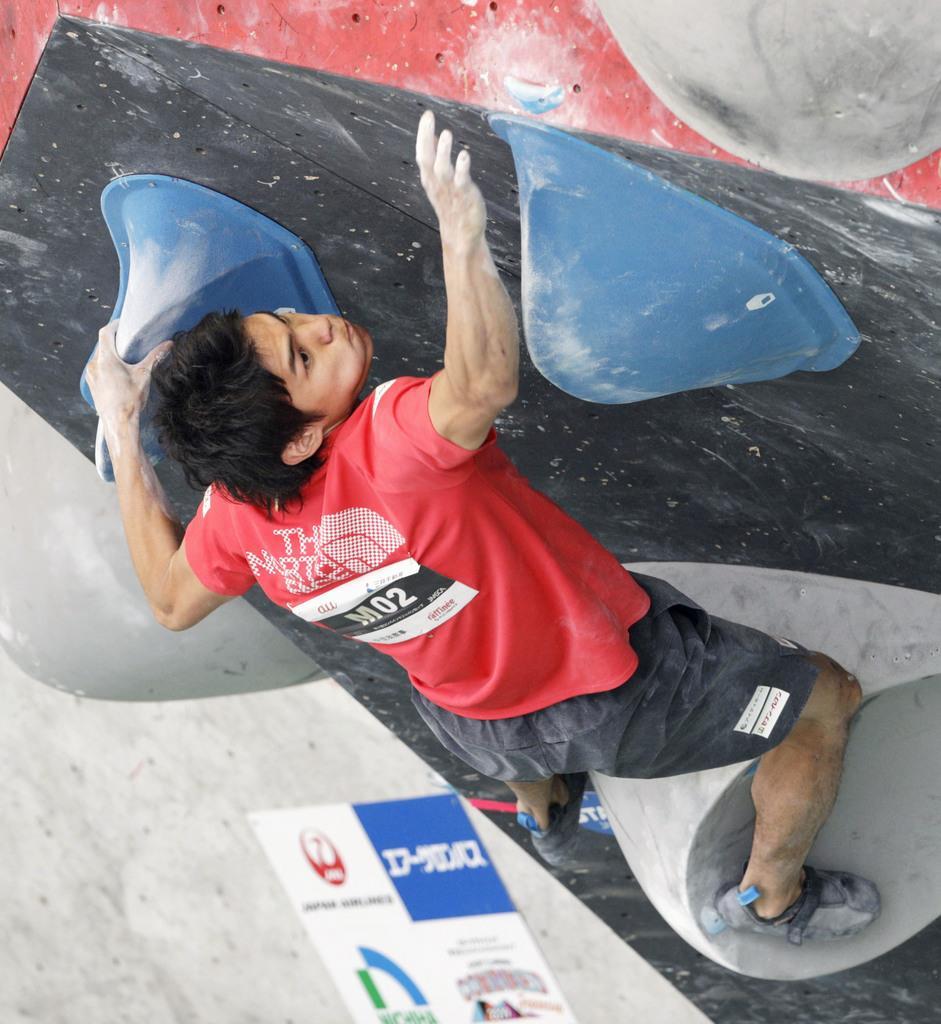 スポーツクライミング男子の楢崎智亜のボルダリング