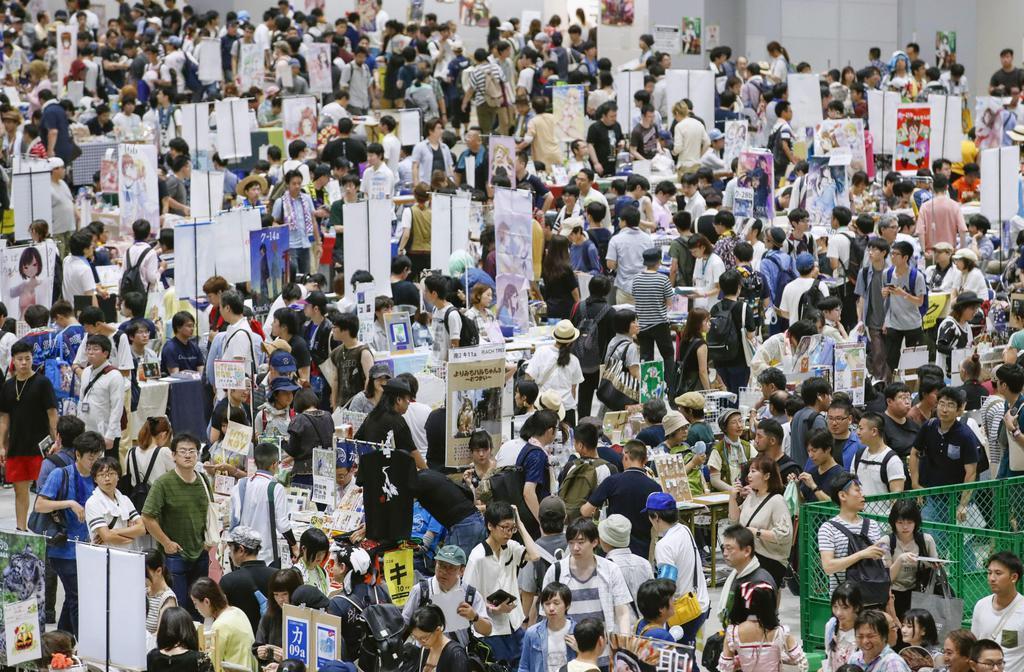 大勢の来場者が詰め掛けた「コミックマーケット」=11日午後、東京・有明の東京ビッグサイト
