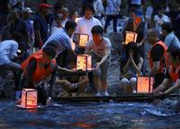 水面に灯籠、安全誓う 日航機墜落12日で34年