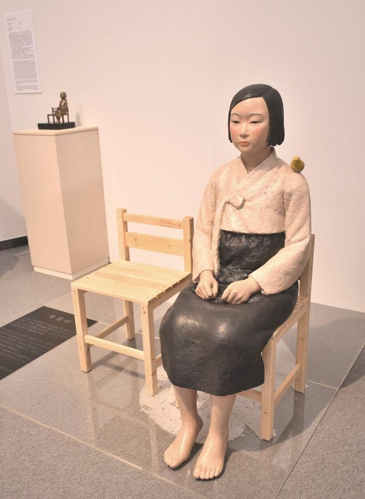 「あいちトリエンナーレ2019」の「表現の不自由展・その後」で展示された元慰安婦の「平和の少女像」=7月31日、名古屋市東区の愛知芸術文化センター