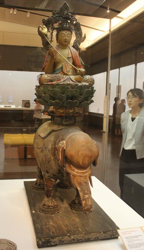 「普賢菩薩騎象像」(海住山寺蔵)=奈良市の奈良国立博物館
