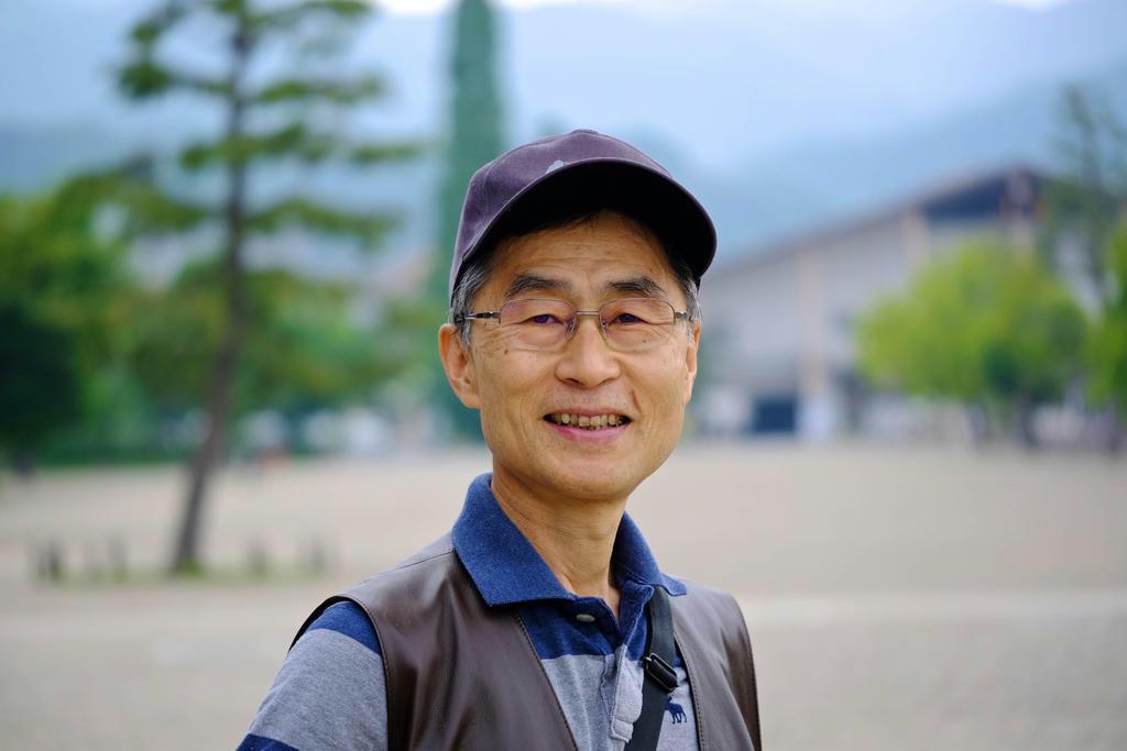 AI時代における人間の生き方を模索する作家、片山恭一さん(小平尚典さん撮影)