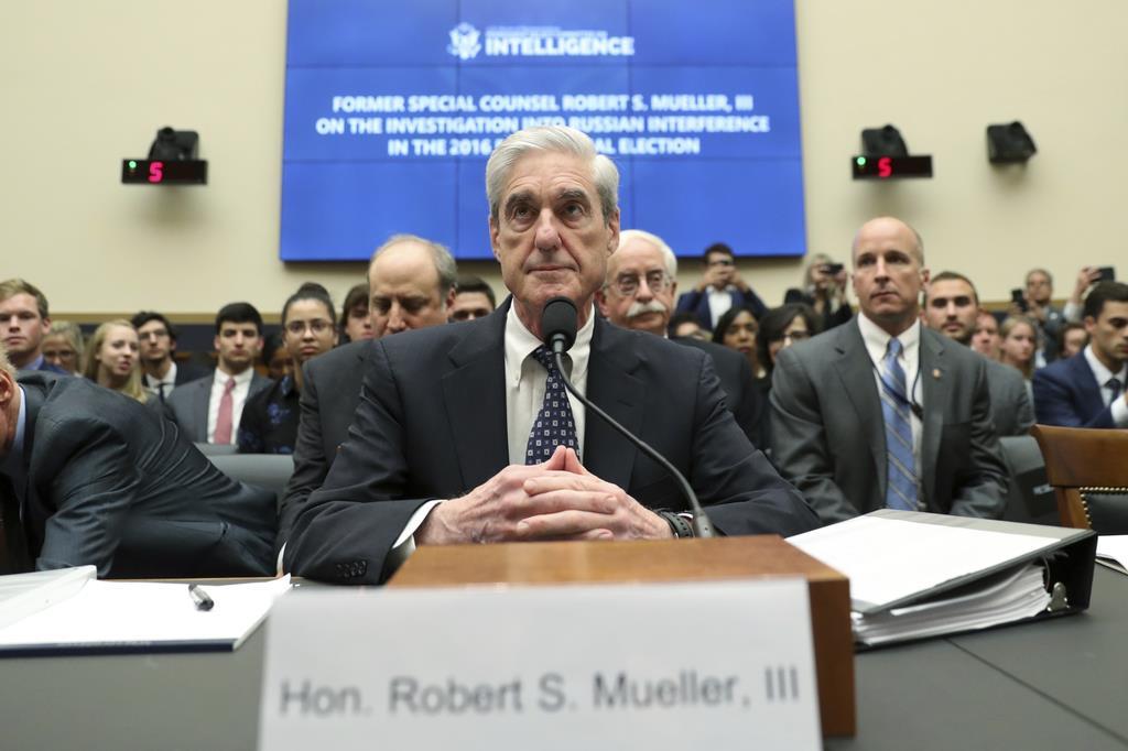 7月24日、米下院の情報特別委員会で証言に臨むモラー元特別検察官(AP)